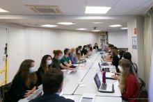 Photographie de la salle de cours du Master 2 DPRT